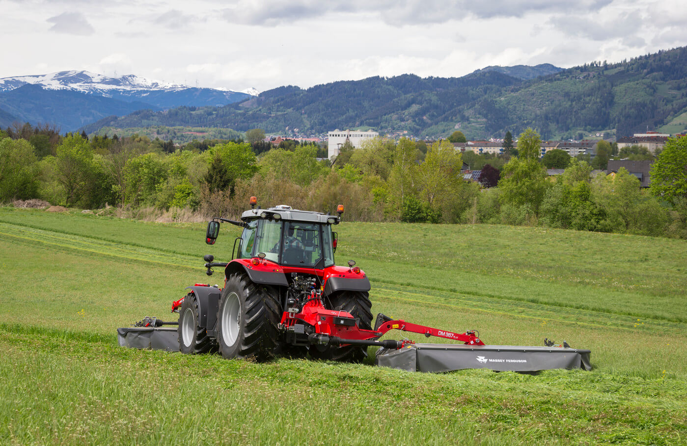 A mower that can adapt to the most varied of field conditions