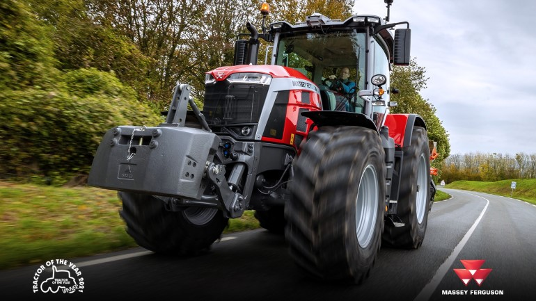 MF 8S.265 Dyna E-Power Exclusive wins Tractor of the Year 2021